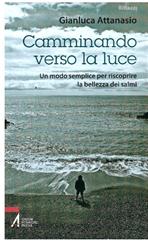 Camminando verso la luce: Un modo semplice per riscoprire la bellezza dei salmi. Gianluca Attanasio | Libro | Itacalibri